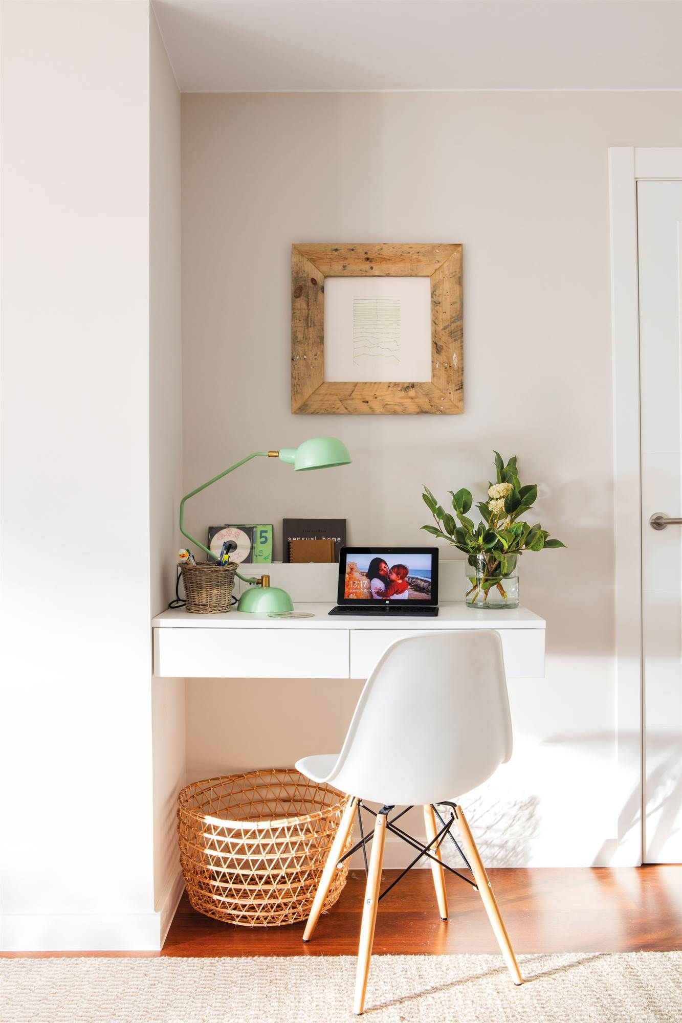 Es un recibidor o un estudio casa muebles para - Escritorios para espacios reducidos ...