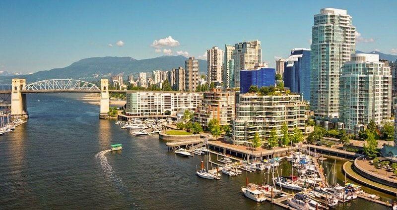 فانكوفر اجمل مدن كولومبيا البريطانية في كندا New York Skyline Skyline Travel