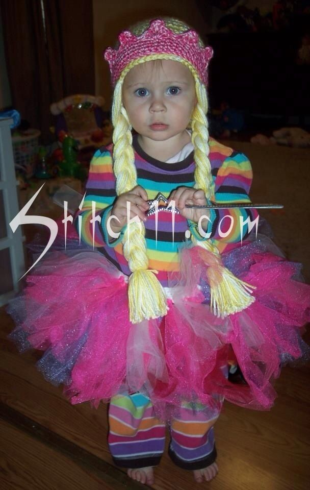 6bc682c81 FREE PATTERN <3 Princess Hat with Braids and Crown   CrochetHolic ...
