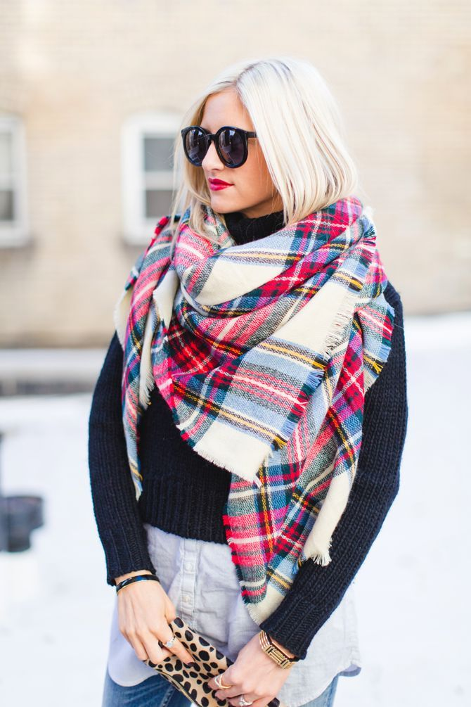 300530b64055 Nos conseils de mode ou comment mettre grosse écharpe laine autour du cou,  la nouer et la porter de façon mode pour un homme ou une femme chic et  tendance.