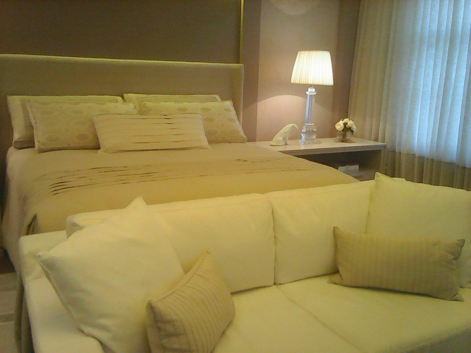 O desnível entre a cama e sofá é muito bem pensado.
