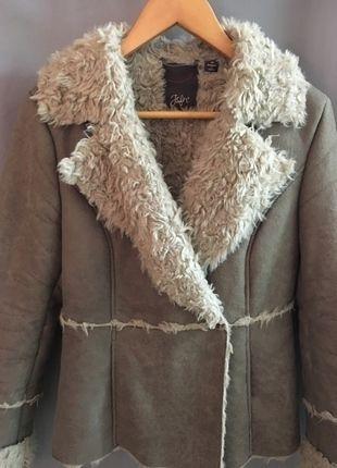 A vendre sur #vintedfrance ! http://www.vinted.fr/mode-femmes/manteaux-dhiver/20296056-veste-fourrure-synthetique-tres-chaude