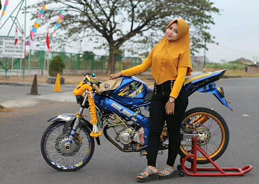 Gambar Mungkin Berisi 1 Orang Sepeda Motor Dan Luar Ruangan Wanita Terseksi Motor Gambar