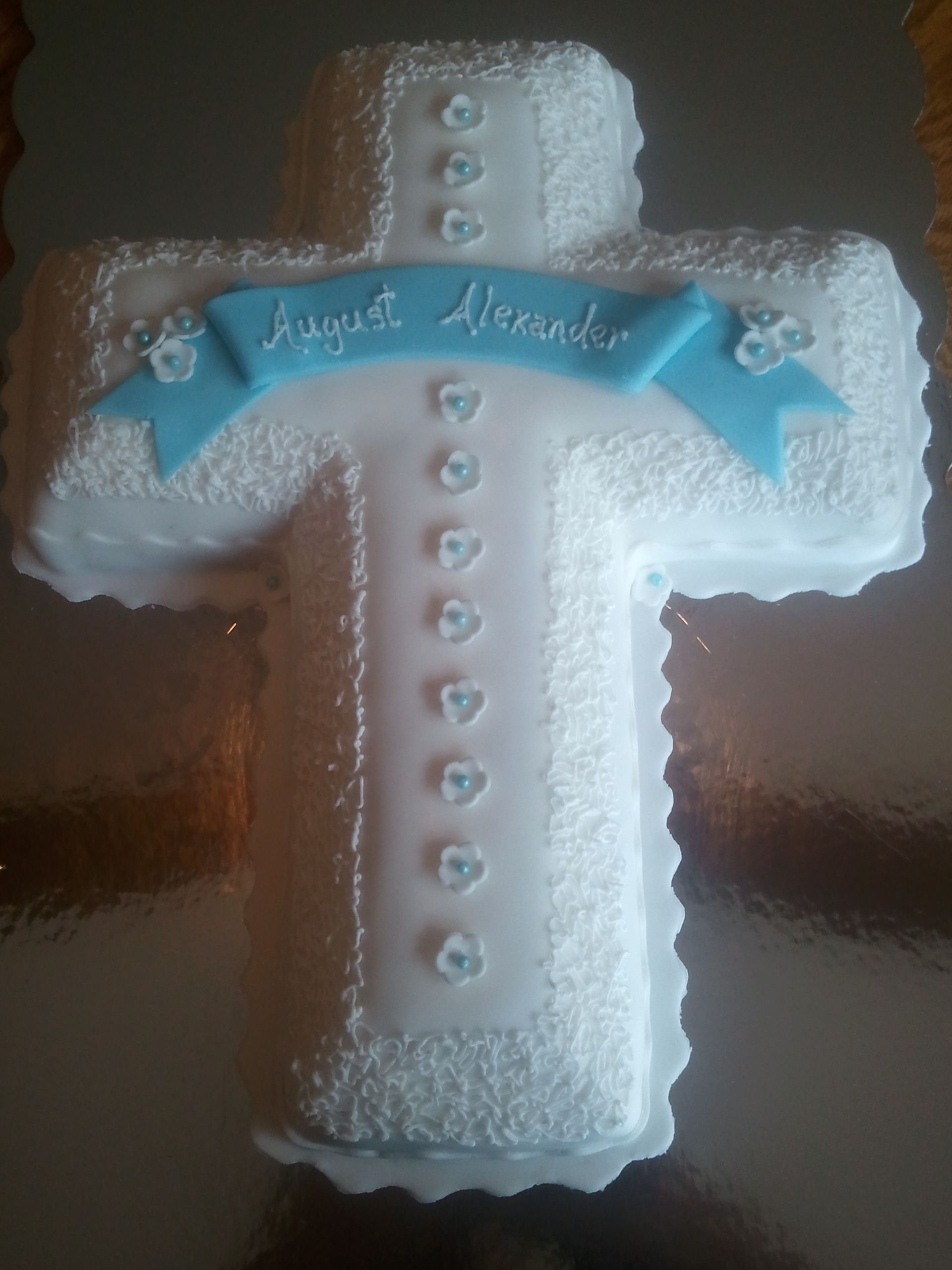 Cupcake Decorating Ideas For First Communion : Cross cake for first communion or christening. Cross ...