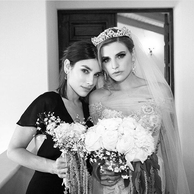 Juliet and her sister Angie Simms as Juliet's maid of honor ❤️