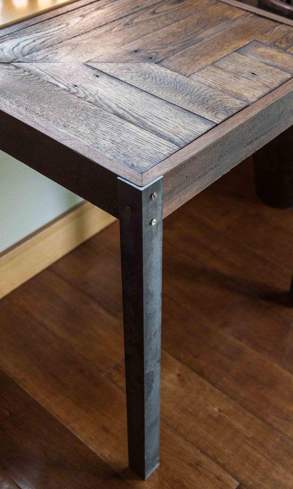 Repurposed Pallet Wood and Metal Side Table Mesitas auxiliares