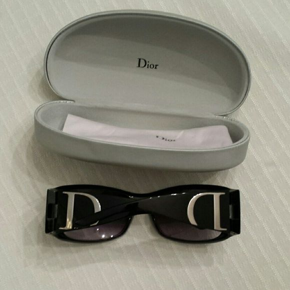 cafc2a853a6e PRICE DROP✨WAS  180✨CHRISTIAN DIOR SUNGLASSES Authentic dior sunglasses...like  new..only used once or twice. .no marks. Ask any questions Christian dior  ...