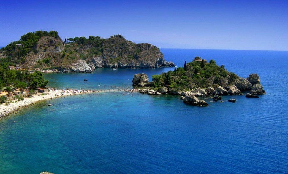 Top Beaches in Europe Isola Bella Beach silice italie