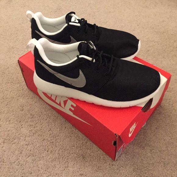 6343e89c1d6a Nike Roshe One (GS) Size Kids 4.5 Women 6 Brand New with box! Nike Roshe One  (GS) Size Kids 4.5 Women 6. No trade