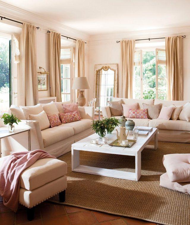 Wohnzimmer Wandfarbe Cremeweiß Rosa Akzente Beige Vorhänge Design