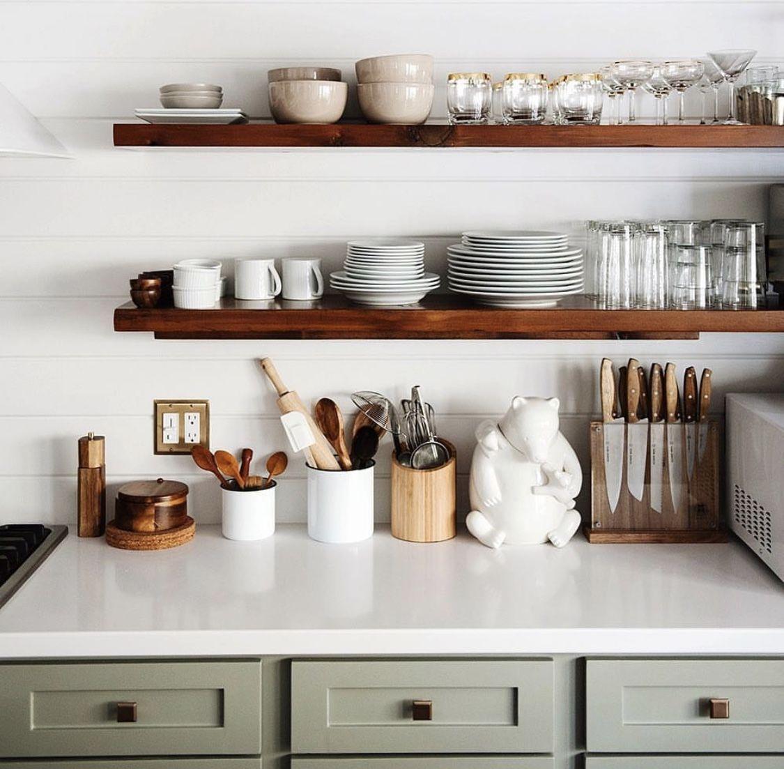 Idée décoration intérieure maison - déco cuisine étagères en bois