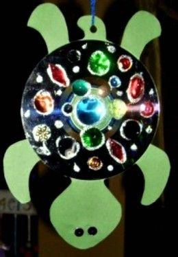 želva z CD s korálky a krystalky
