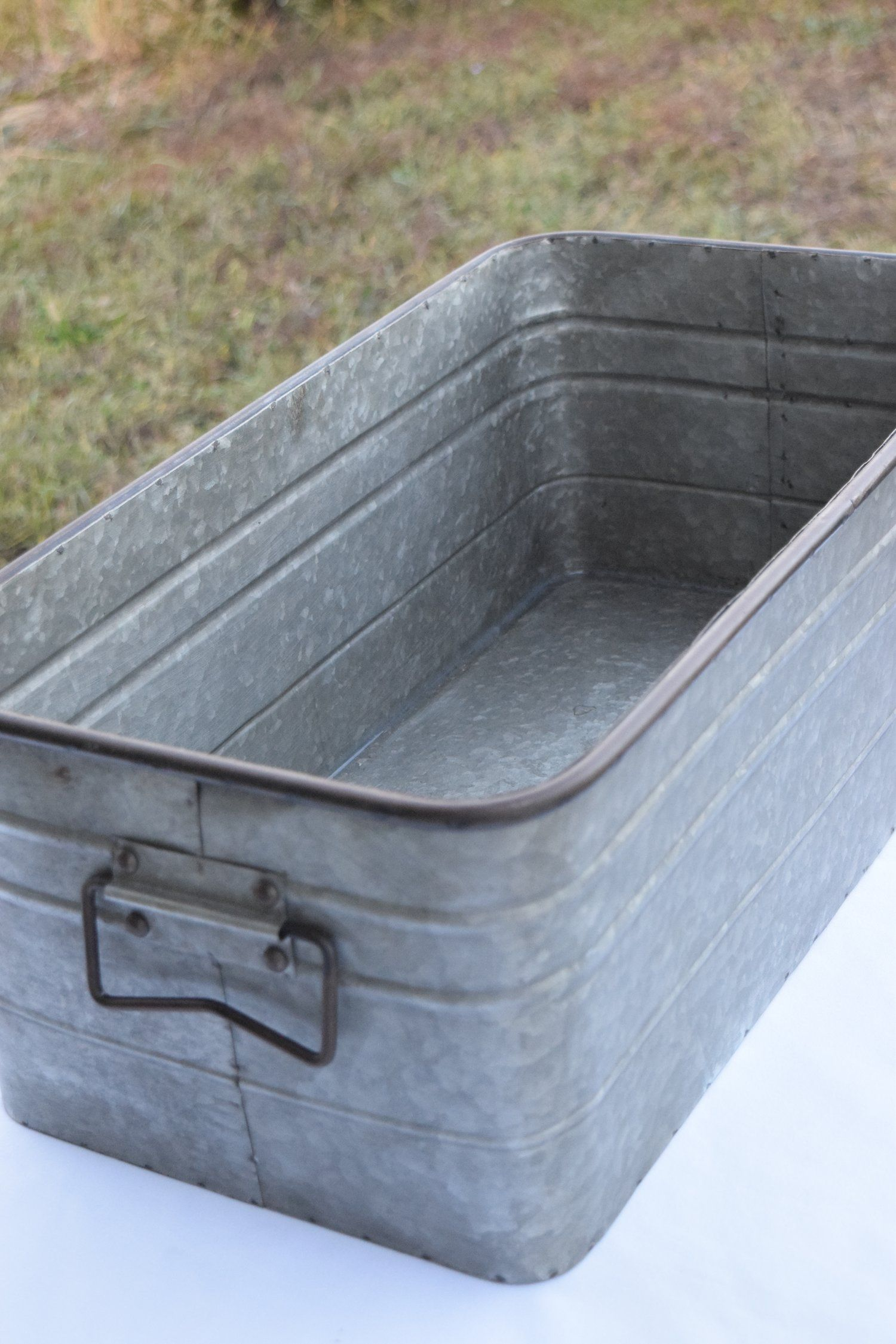 Rectangular Galvanized Tub Hrj Events Vintage Rentals In 2020 Galvanized Tub Galvanized Tub Sink Galvanized Decor