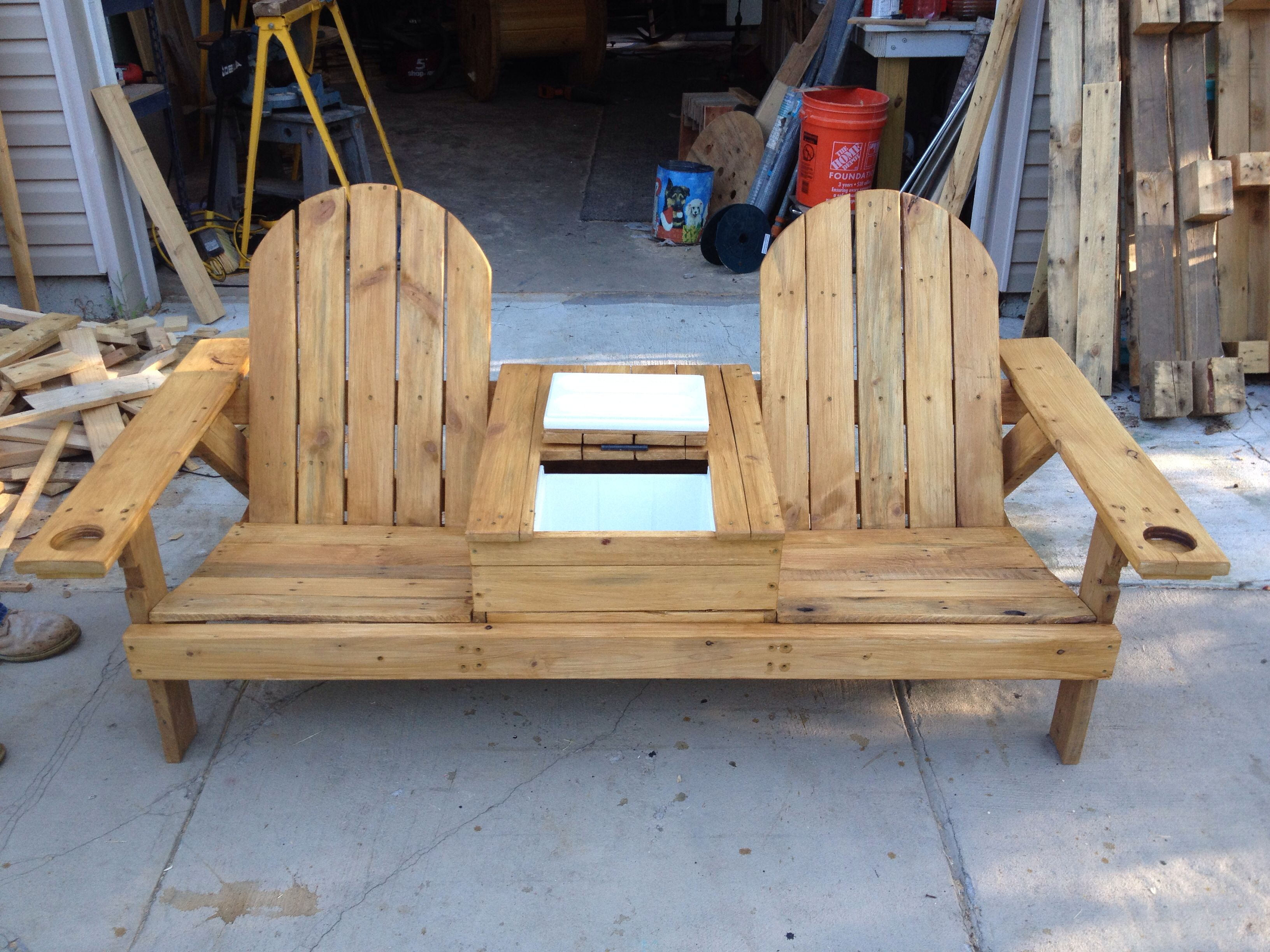 Pallet wood bench with cooler