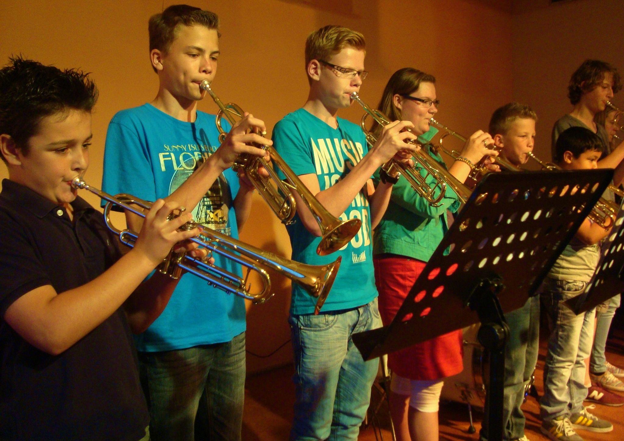 Foto's - Trompetnet.nl Trumpet choir in concert.