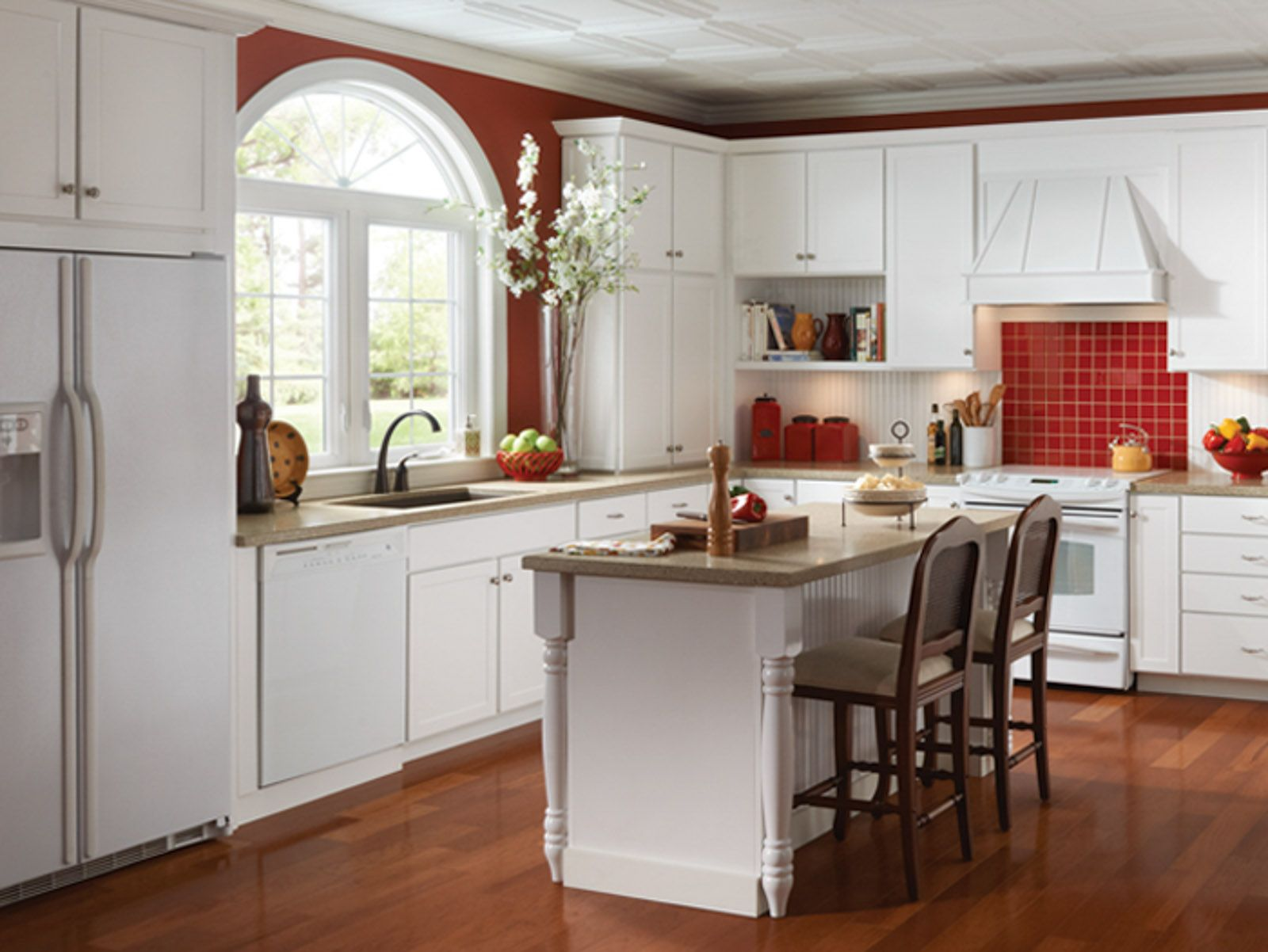 Red Tile And Stylish Marianna Cabinets From Echelon Are A Good Match Kitchen Decor Thermofoil Kitchen Cabinets Kitchen Makeover