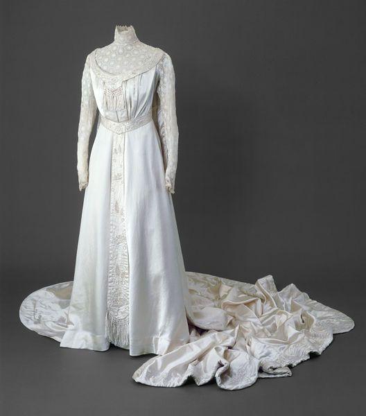 Wedding dress   COSTUME HISTORY - 1901-1914 (EDWARDIAN)   Pinterest ... 72ac21a350ec