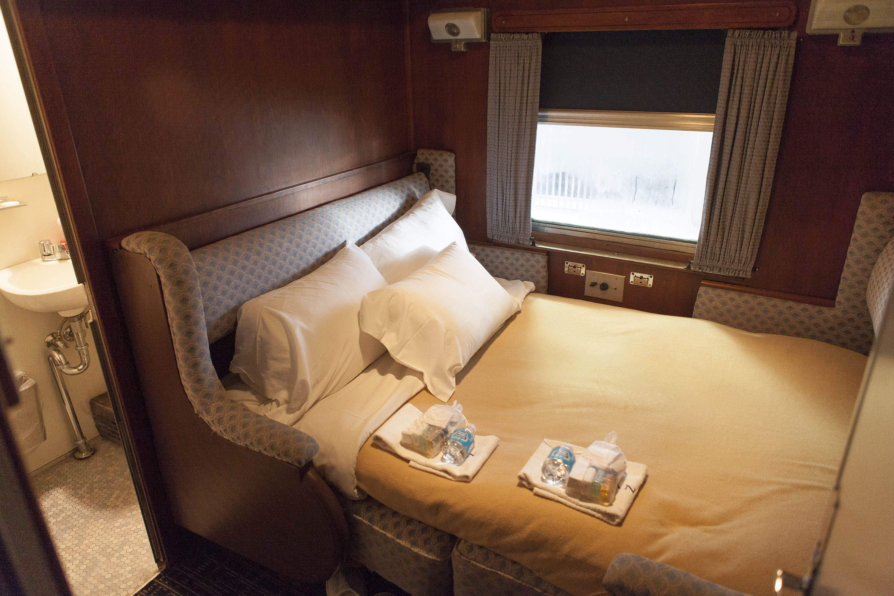 PULLMAN RAIL JOURNEYS - Restored Pullman carriages between