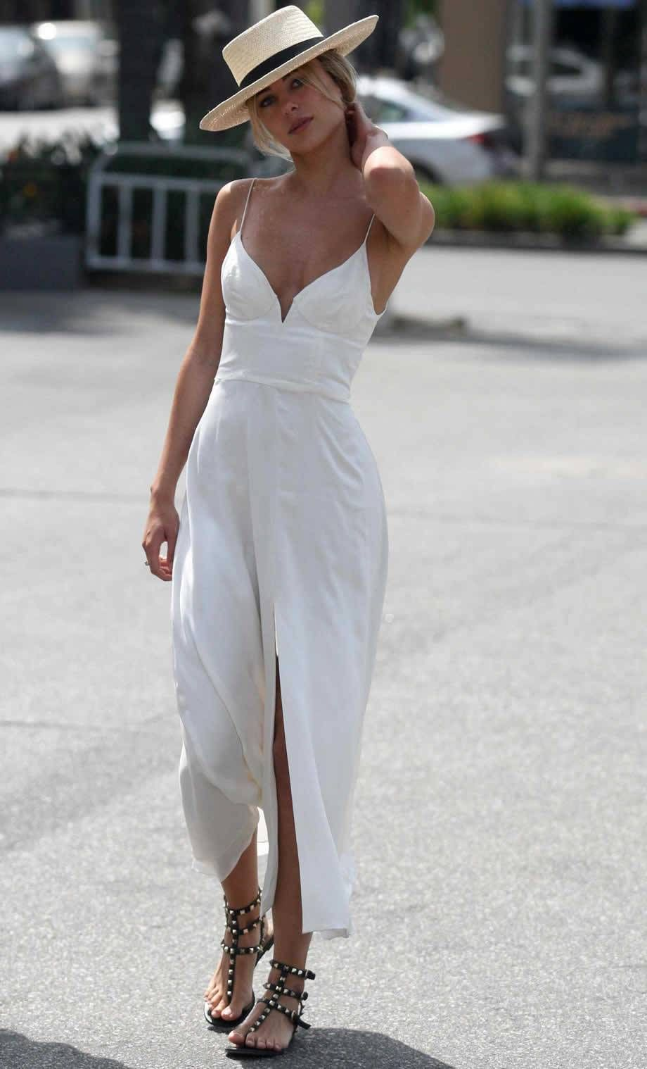 Dress Like An Italian Woman And Look Elegant Daily La Belle Society White Dress Summer Elegant Summer Outfits Summer Fashion Dresses [ 1518 x 920 Pixel ]