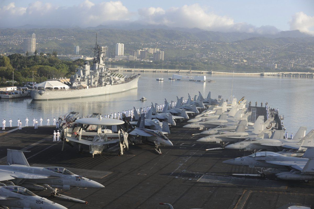 21 Photos That Show Just How Imposing Us Aircraft Carriers Are Schiff