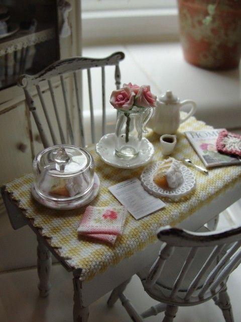 Handmade Miniature 1//12th scale dolls house TABLE CLOTH set various