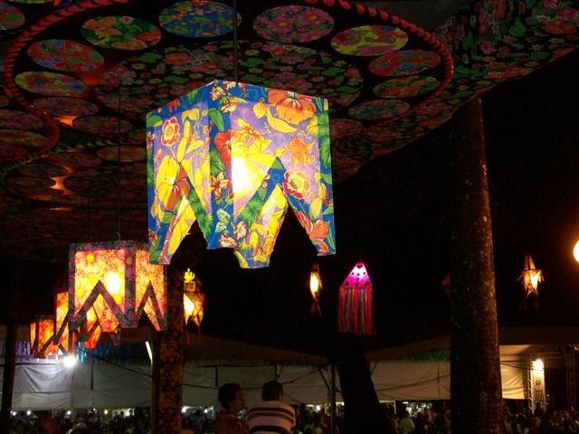 Luminária de Bandeirinha Festa junina Festa junina decoraç u00e3o escola, Decoraç u00e3o de festa  -> Decoração De Teto Para Festa Junina