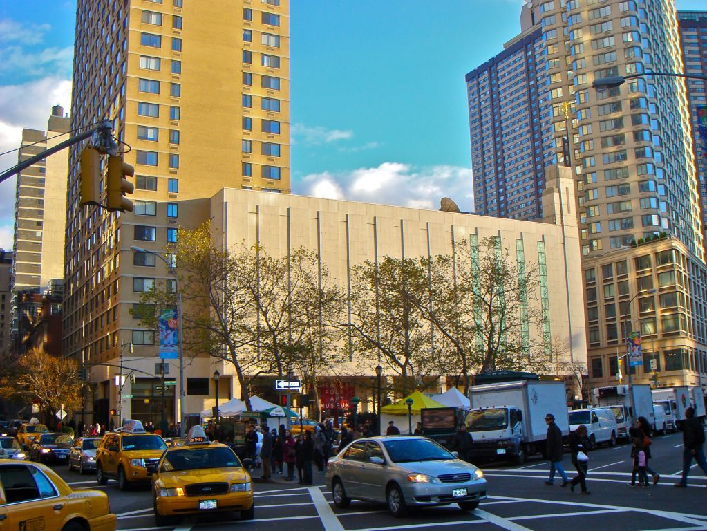 A Busy Day Surrounds The Manhattan New York Temple Lds Mormon