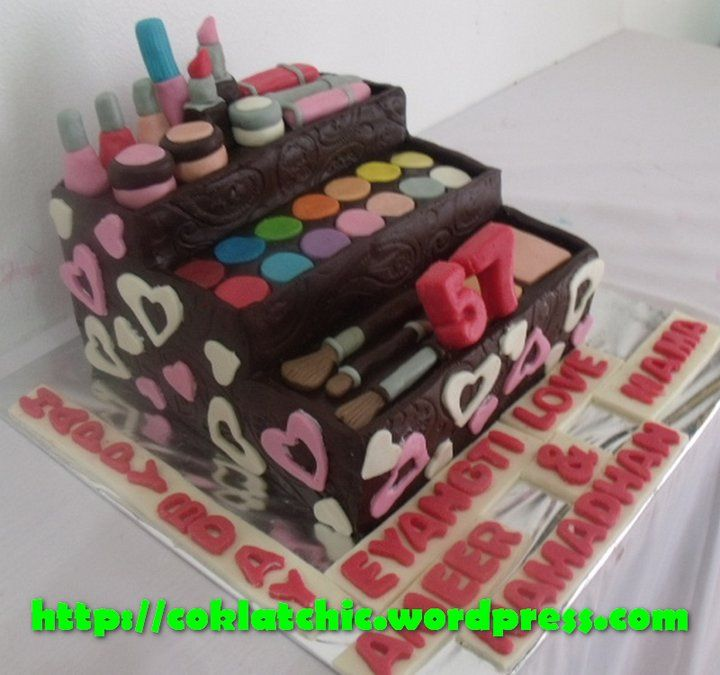 Make up kit cake Make Up Cake, Cakes And More, Makeup Kit, Custom