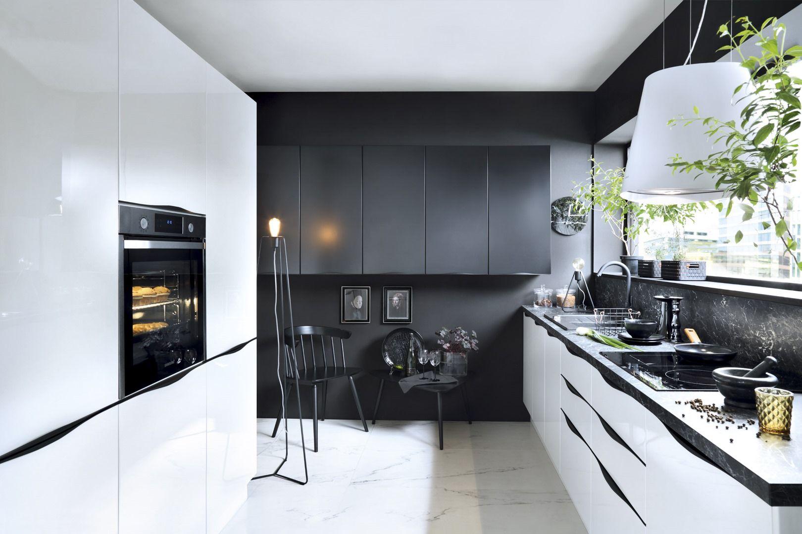 Inspiracje Pomysly I Aranzacje W Aranzacji Senso Kitchens Capital 33rd Saperavi Avenue Black Red White Kitchen Cabinets Kitchen Decor