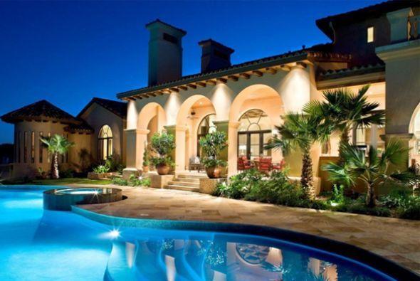Mansiones lujosas por dentro y por fuera buscar con for Casas con piscina y jardin de lujo