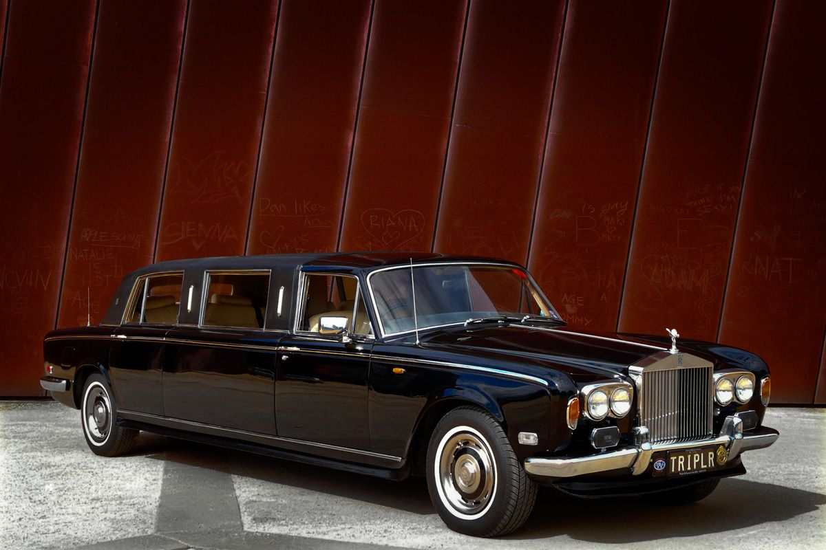 www.tripler.com.au Fancy a ride in a limo? how about a Rolls Royce? Our 1976 Rolls Royce Silver Shadow Stretch Limousine is the only black stretch rolls royce in Melbourne. For a quote contact us on 9388 2100  #rollsroyce #rolls #weddingcar #limo #wedding #stretchrolls