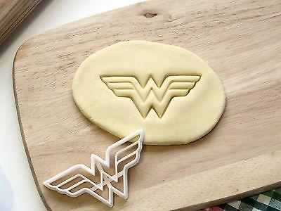 Wonder Woman Wonderwoman Cookie Cutter Cupcake Topper Fondant Gingerbread Cutter