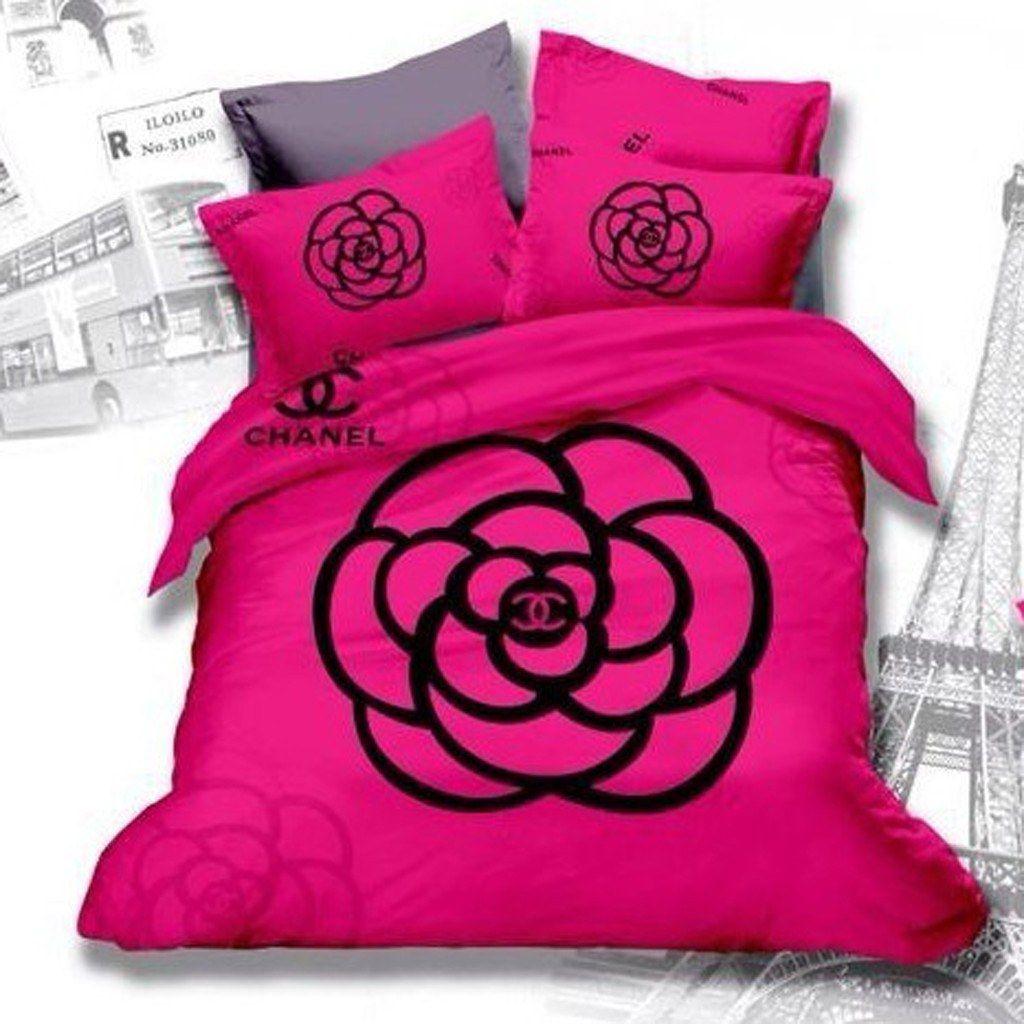 Parure De Lit Chanel Housse De Couette Chanel Https Luxuryamoda Myshopify Com In 2020 Chanel Bedding Bed Linens Luxury Comforter Duvet Cover