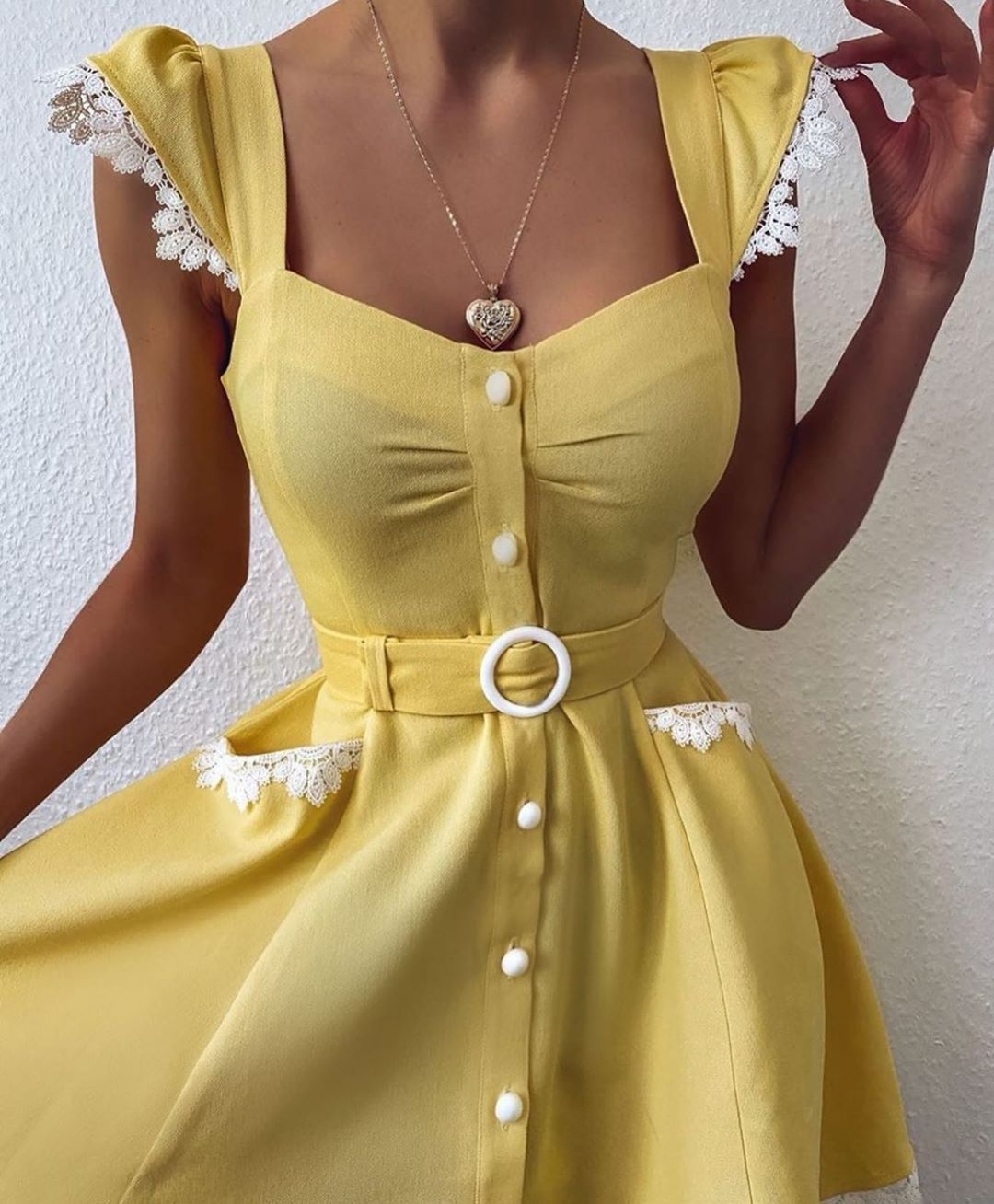 الغربية On Instagram كيوت تبي فساتين للعيد واسعارهم حلوه ادخلو بوتيك رزان فاشن Razan Fashion90 Razan Vintage Party Dresses Fashion Midi Dress