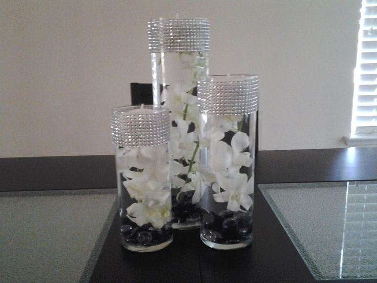 Simple elegant wedding centerpieces via chique weddings