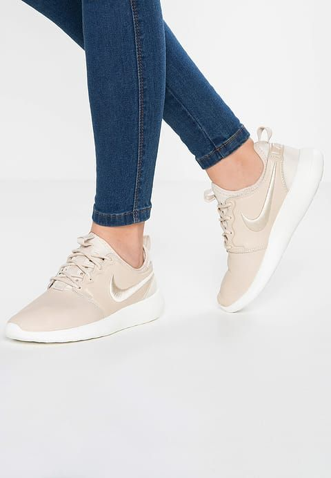 reputable site d5a82 4729f Nike Sportswear ROSHE TWO SI - Sneaker low - oatmeal/ivory ...