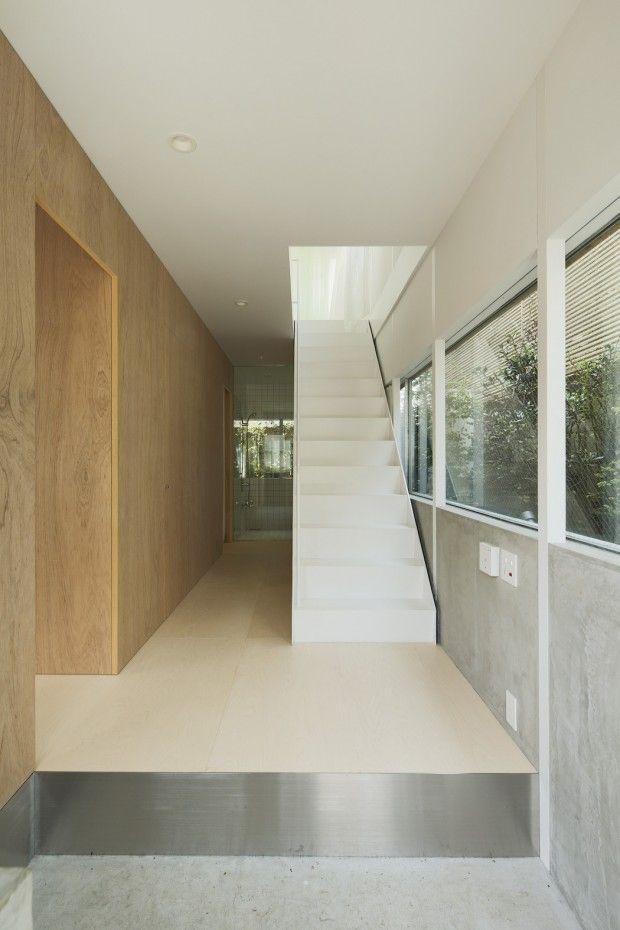 Le studio suédois Elding Oscarson est à l'origine de cette habitation construite à Tokyo au Japon. Les terrains et les mètres carrés sont des denrées rares