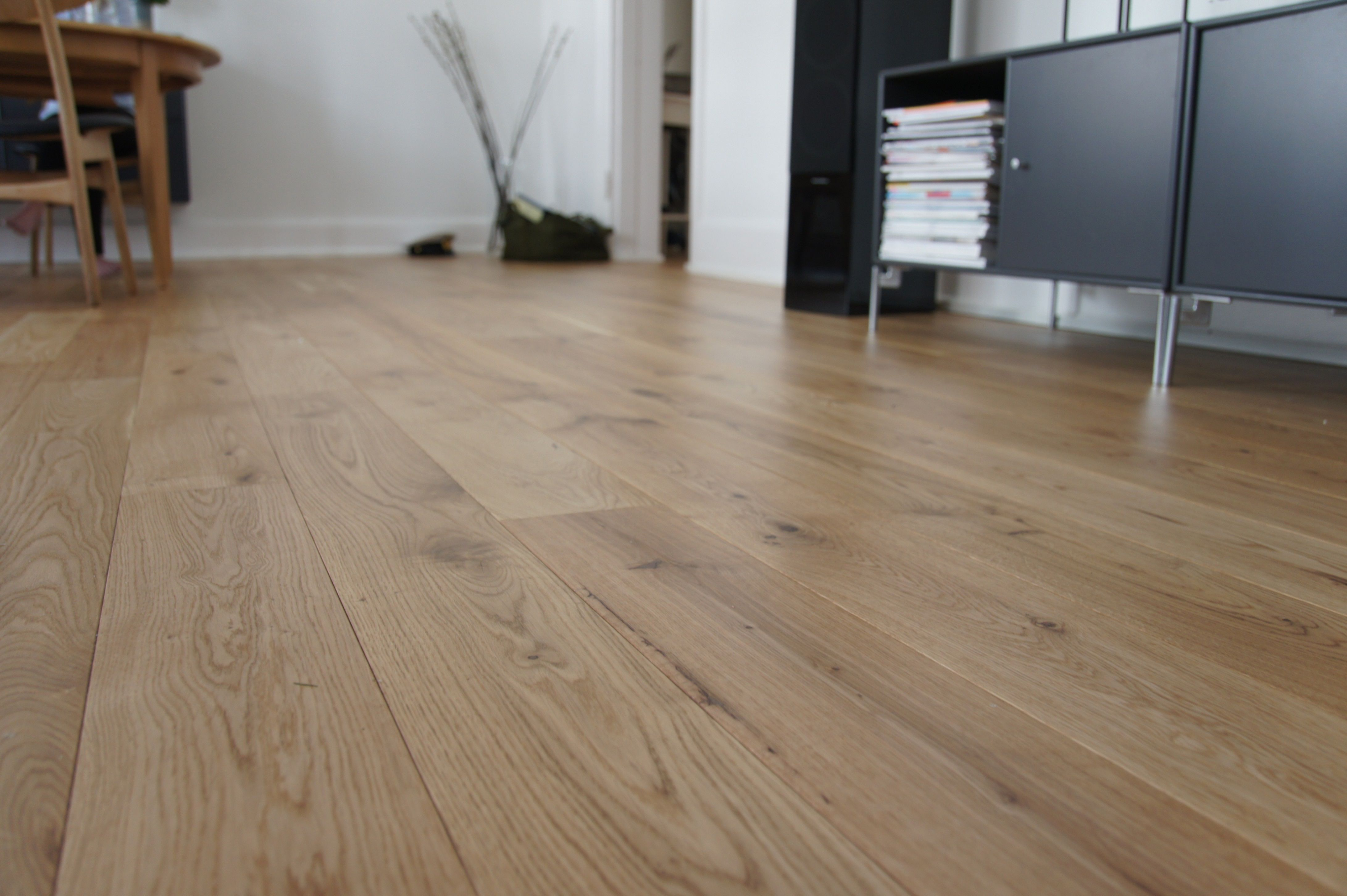 Oak Is A Hardwood Species Characterised By Being Hard Wearing And Therefore Very Suitable For Flooring The Wood Has A Warm Golden Glow An Interesting Flooring