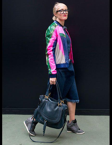 グラフィカルモチーフでビビットカラーのジャケット ◇◆◇ビビットカラーのファッション スタイル参考コーデ◇◆◇