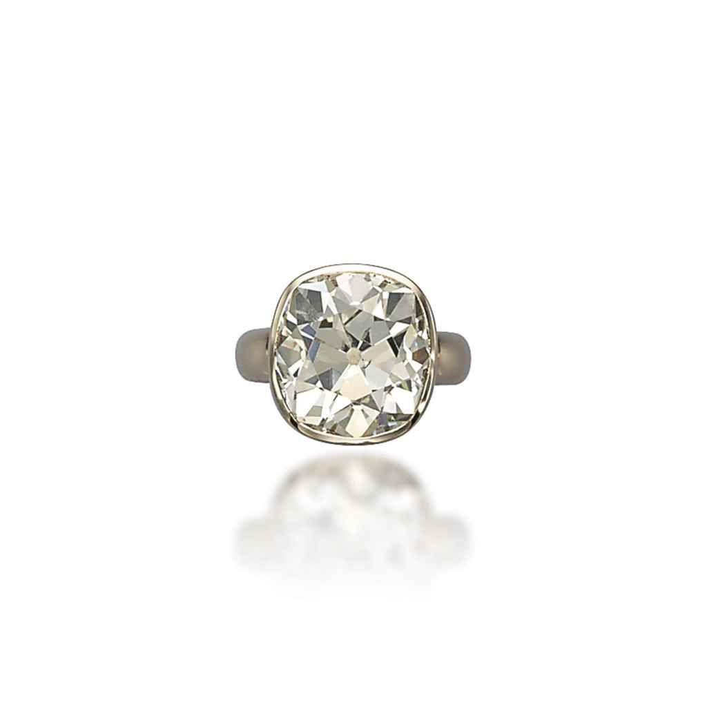A diamond ring, by  Vhernier #engagementring #christiesjewels