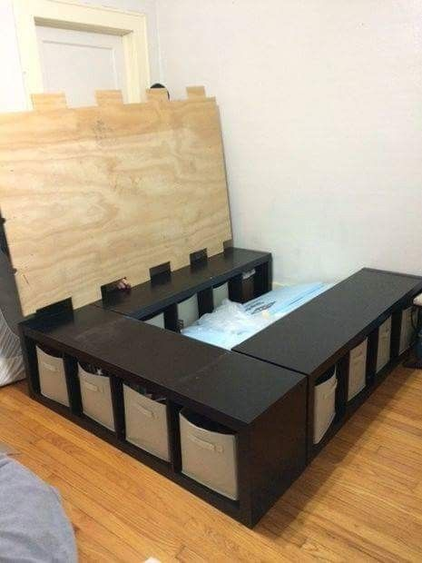 Diy Storage Bed Place Three 4 Cube Storage Shelves In A U Shape Place A Piece Of 1 2 Plywood On Top And Top With A Mattress Slaapkamerdesigns Meubel Ideeen En