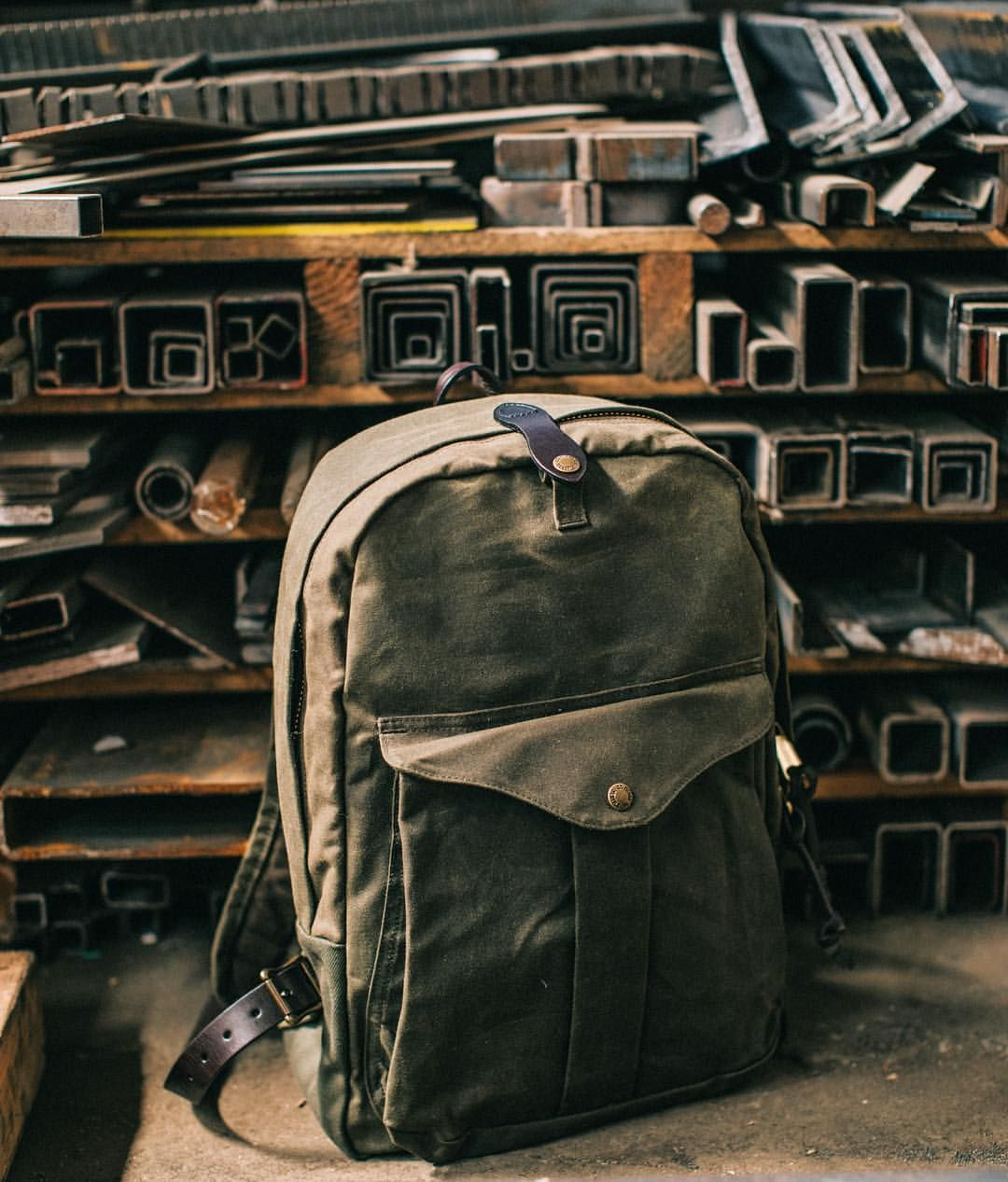 Filsonさんはinstagramを利用しています The Journeyman Backpack Made Of Oil Finish Tin Cloth And Rugged Twill For Water Repellent Abrasion Filson Bags Bags Satchel Bags