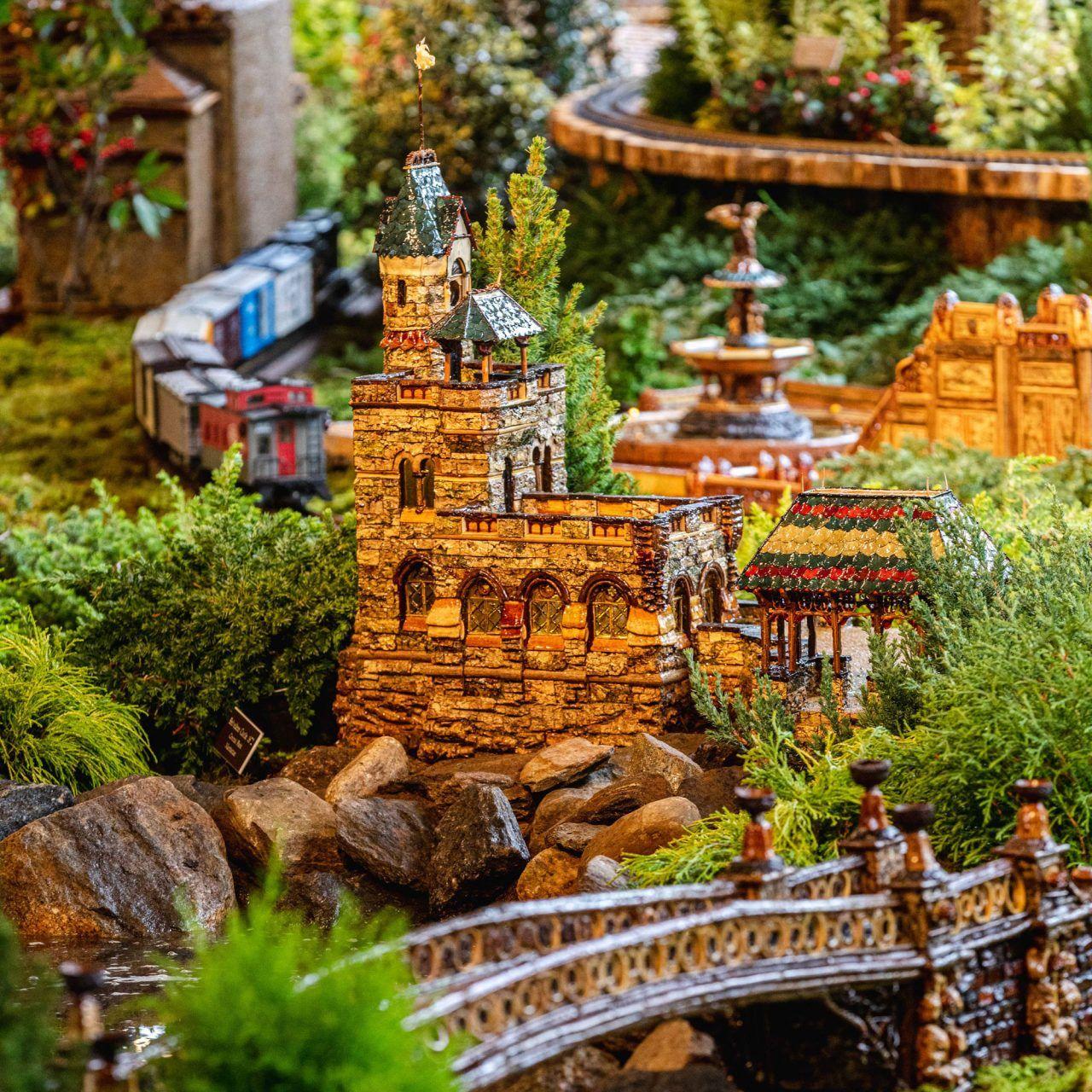 d7d458c4dce6d19359357cf27d480ab3 - Holiday Train Show Ny Botanical Gardens