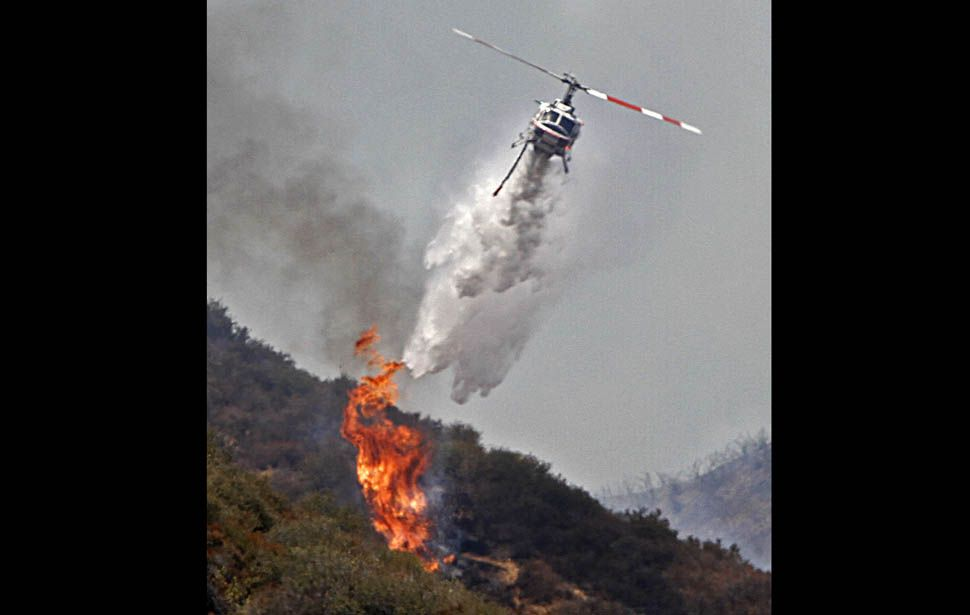 Crews Battle Brush Fire In Angeles National Forest Wildland Firefighter Wildland Fire Firefighter Pictures
