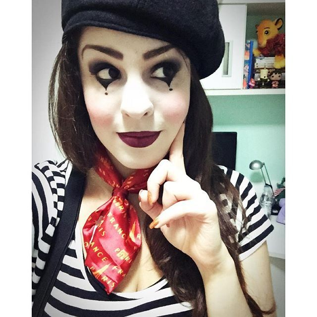 Going as a mime is a totally stylish and chic option, as evident by this pic!                  Image Source...
