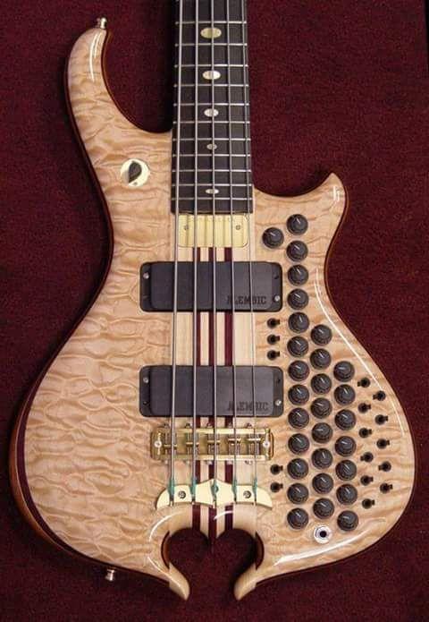 C64 Bass Guitar. D7d554ba5a3d7ac9cfdf8dd418efd00c
