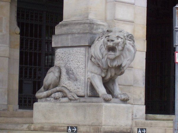 Lion statue, entrance of Hannover City Hall