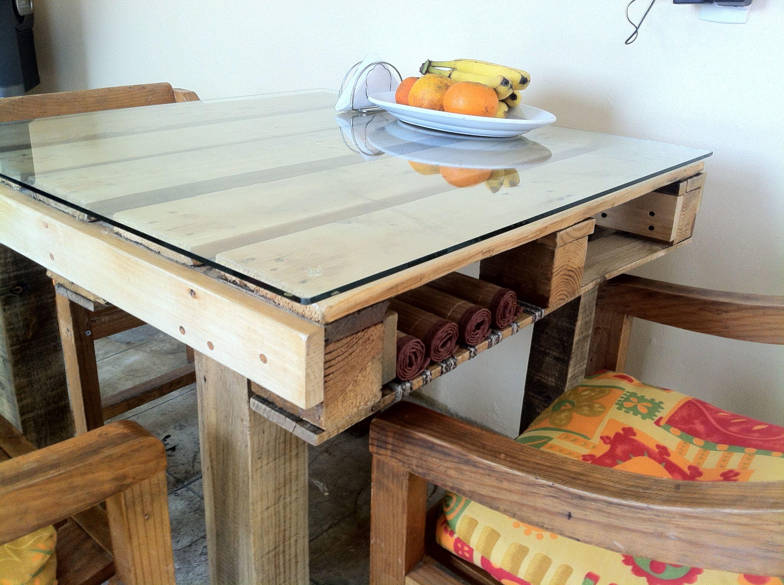 A Simple Pallet Table Arredamento Cassetti Scale Tavolini