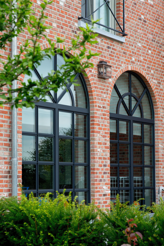 Ch ssis en aluminium gris quartz r alisation de belisol for Architecture classique