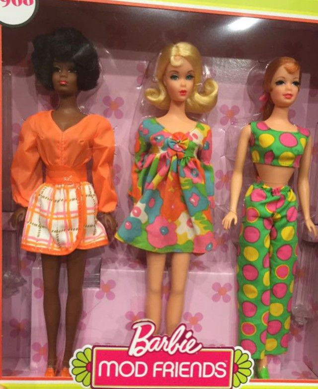 Barbie Mod Friends Gift Set